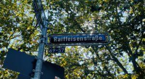 """Straßenschild """"Raiffeisenstraße"""""""